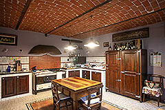 Luxury Country home for sale in Piemonte - Rustic style kitchen