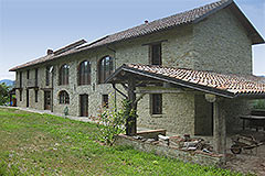 Restored Langhe Stone farmhouse for sale in Piemonte - Built from local stone