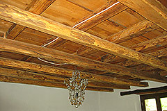 Restored Langhe Stone farmhouse for sale in Piemonte - Exposed wooden ceiling