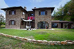 Italian Country House for sale in Piemonte - Front garden area