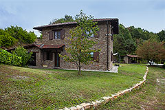 Italian Country House for sale in Piemonte - Side view