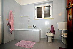 Farmhouse for sale in Piemonte Italy - Bathroom