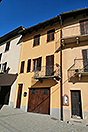 Village house in prestigious Barolo Town - Entrance