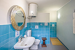 Restored Character House within its own Wine Estate - Ensuite bathroom