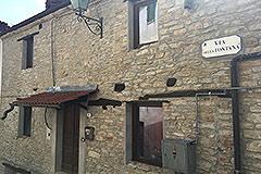 Italian village house for sale in Piemonte. - Entrance