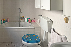 Italian village house for sale in Piemonte. - Bathroom