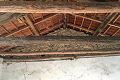 Langhe Stone Properties for Restoration - Exposed wooden ceiling