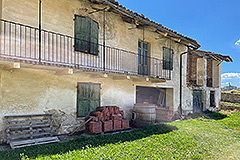 Restored Langhe Stone Farmhouse with barn for renovation - Barn for restoration