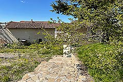 Restored Langhe Stone Farmhouse with barn for renovation - Outside area