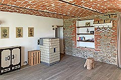 Restored Langhe Stone Farmhouse with barn for renovation - Vaulted ceiling