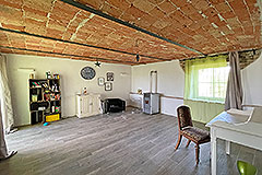 Restored Langhe Stone Farmhouse with barn for renovation - Living area