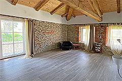 Restored Langhe Stone Farmhouse with barn for renovation - Interior