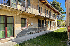 Restored Langhe Stone Farmhouse with barn for renovation - Main House
