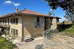 Restored Langhe Stone Farmhouse with barn for renovation - Side view