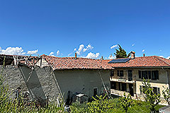 Restored Langhe Stone Farmhouse with barn for renovation - Main house and barn