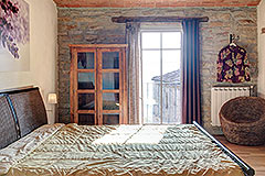 Langhe Stone Farmhouse with Infinity Swimming Pool - Bedroom exposed stone