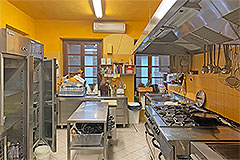 Langhe Village Property - Professional kitchen