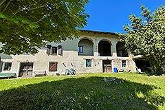 Cascina in pietra in vendita in Piemonte - Front garden  area