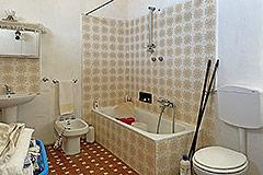 Cascina in pietra in vendita in Piemonte - Bathroom