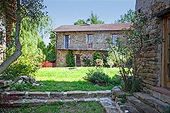 Group of Langhe Stone Properties for sale in Piemonte Italy - Courtyard