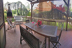 Detached villa in a residential area with large garden and swimming pool. - Terrace