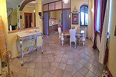Detached villa in a residential area with large garden and swimming pool. - Dining area