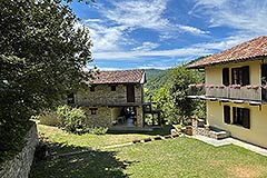 Two Restored Country Houses for sale in Piemonte - Courtyard