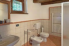 Two Restored Country Houses for sale in Piemonte - Bathroom