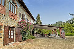 Country Estate and Vineyard - Courtyard