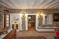 Country Estate and Vineyard - Exposed stone