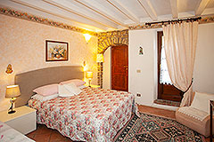 Country Estate and Vineyard - Bedroom