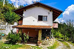 Two Country Houses for sale in the Langhe Hills - House 1 side view