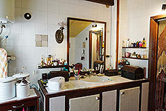 Two Country Houses for sale in the Langhe Hills - House 1 Bathroom