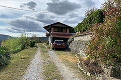 Two Country Houses for sale in the Langhe Hills - Driveway